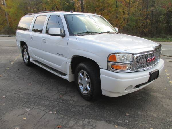 2004 GMC YUKON XL DENALI 4x4-SHARP!!!