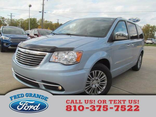 2013 Chrysler Town & Country Wagon Touring-L