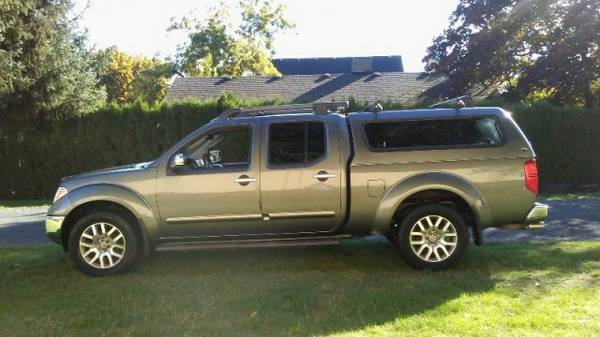 **2009 Nissan Frontier**4x4/LEATHER/SUN ROOF/CANOPY**