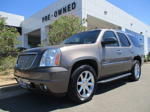 2013 GMC YUKON DENALI SUV / SUNROOF / LEATHER /REAR AIR / 59,000 MILES