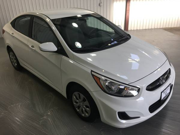 2015 HYUNDAI ACCENT GLS**WHITE*LIGHT CLOTH**KEYLESS*AUTOMATIC*NICE!! T