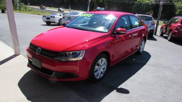 2013 VW JETTA AUTO LIKE NEW (ALL CREDIT OK)