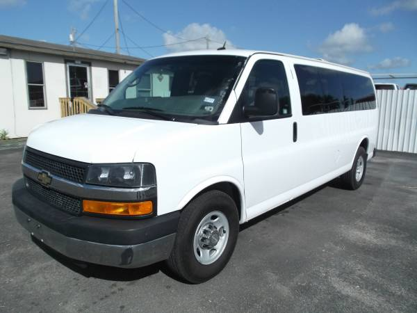 2014 Chevrolet express 3500 - 15 passenger van