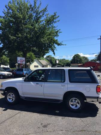 1996 Ford Explorer XLT, V6, Leather, AWD