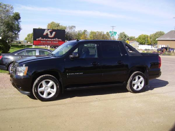 * 2008 CHEVY AVALANCHE LT - 4X4 - LEATHER - SUNROOF - 118K MILES *