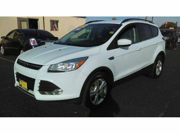 2014 *Ford* *Escape* -🚗 - EZ FINANCING!