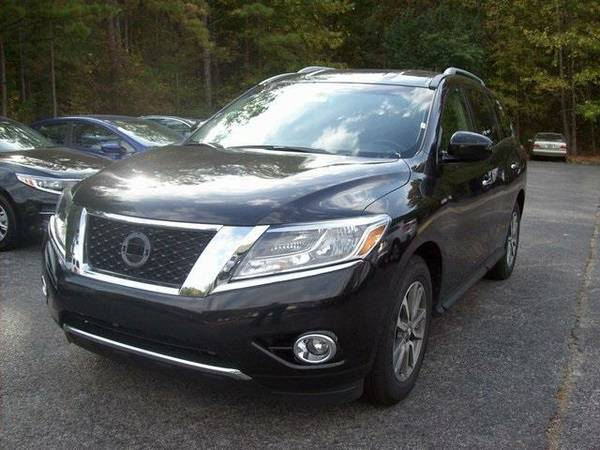 2015 *Nissan Pathfinder* S (Magnetic Black)