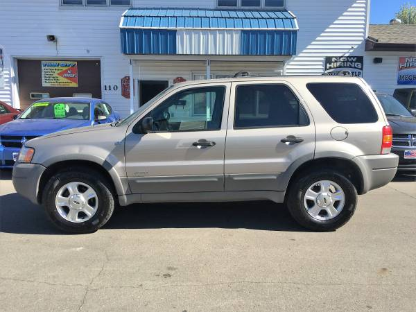 ★★★ 2001 Ford Escape XLT 4x4 / $169/Month OAC...