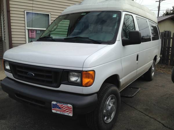 06 Ford E350 Extended FULL SIZE Van/HandiCap Access Lift
