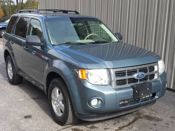 2010 FORD ESCAPE ! ONE OWNER ! CLEAN CARFAX ! 4X4 ! AUX OUTLET ! NICE