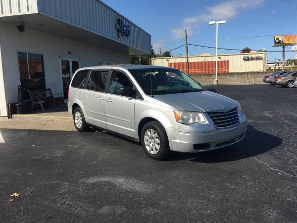 2009 CHRYSLER TOWN & COUNTRY LX, STO-N-GO