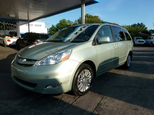 2010 Toyota Sienna XLE...WARRANTY...Auto Enterprise Co.