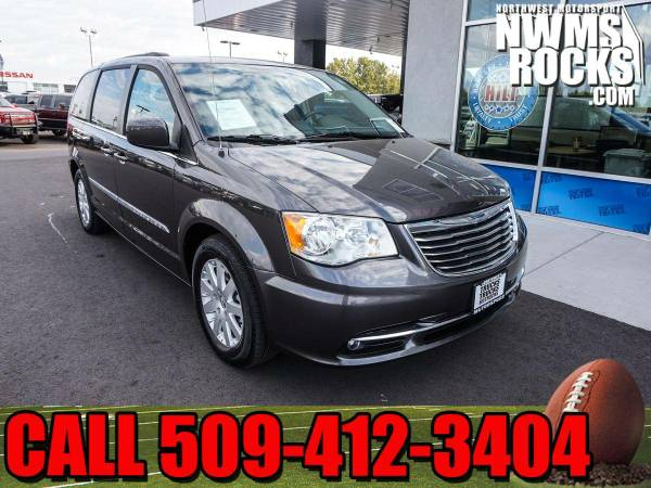 2015 *Chrysler Town And Country* Touring FWD -