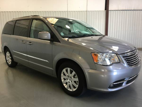 2016 CHRYSLER TOWN N COUNTRY **LEATHER*DVD*POWER DOORS*TOUCH SCREEN!!!