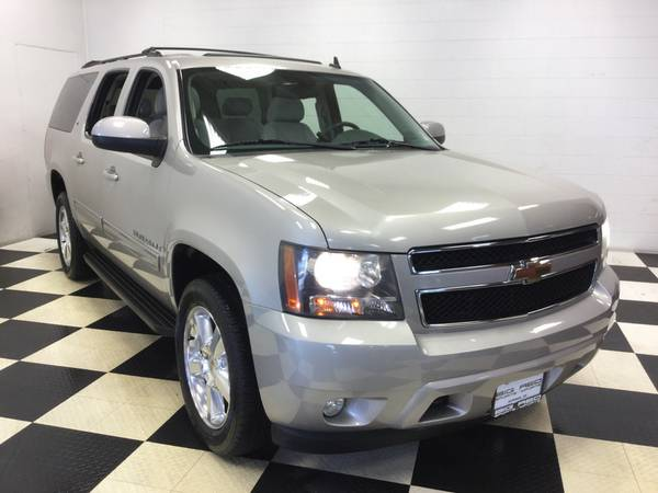 2009 CHEVROLET SUBURBAN 3RD ROW! LOW MILES! 4X4! 1 OWNER! NONE NICER!
