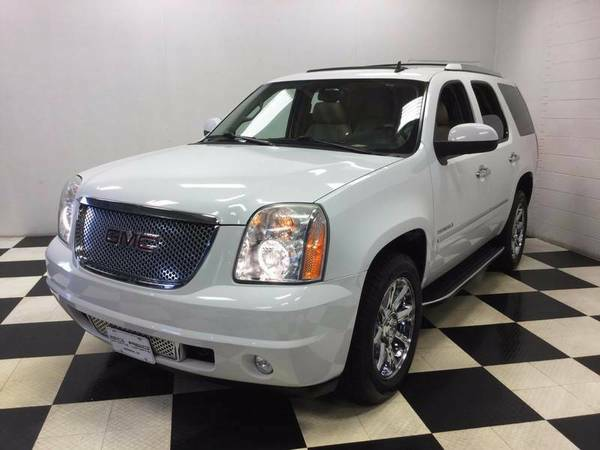 2011 GMC YUKON DENALI AWD LEATHER SUNROOF NAVIGATION! SUPER LOW MILES!