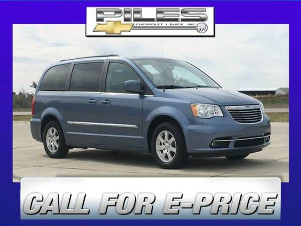 2011 Chrysler Town and Country 4D Passenger Van Touring