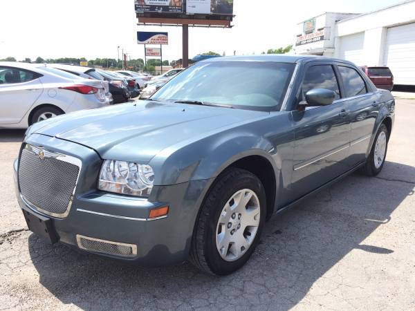 2005 CHRYSLER 300 WITH 107K SUPER NICE !!!!