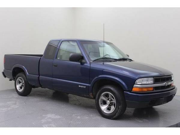 2002 *Chevrolet S-10* Base (Space Blue Metallic)