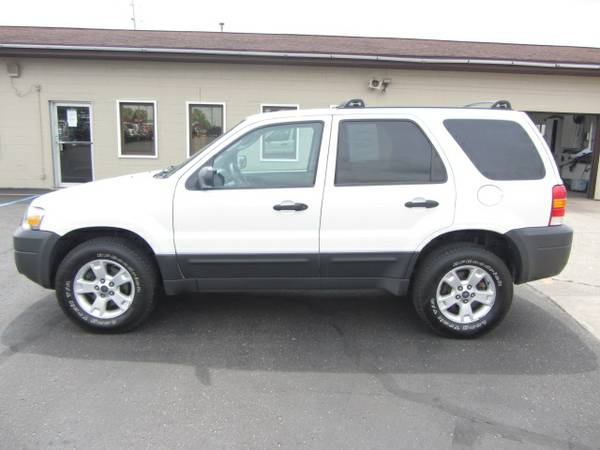 2005 Ford Escape XLT 4x4 V6 VERY Clean! 107K Miles. Warranty