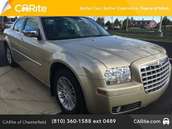 2010 *Chrysler 300* 4dr Sdn Touring Signature RWD (White Gold Pearl)