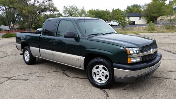 2004 CHEVROLET SILVERADO**EXCAB**LOW MILES**CLEAN TITLE**