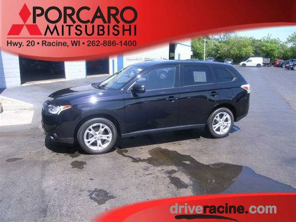 2014 *Mitsubishi Outlander* SE - Black