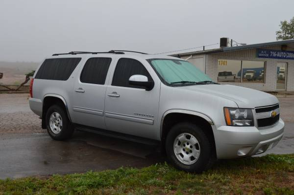 2010 CHEVY SUBURBAN LOADED, 4WD