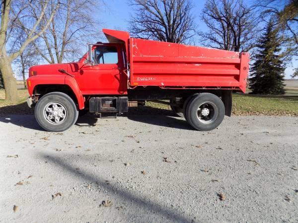 1987 Ford F800 Dump Truck