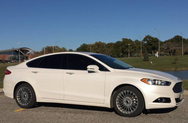 2016 Ford Fusion Titanium Pearl White 17k miles SUNROOF/NAV Very Nice