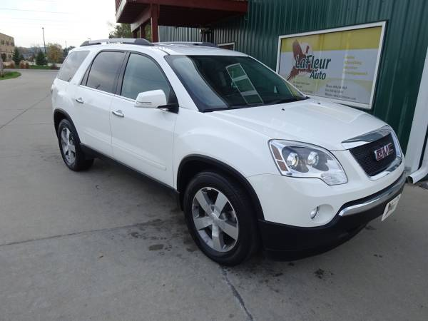 2011 GMC ACADIA AWD, 3rd Row Seating, Low Miles, Like New!!!