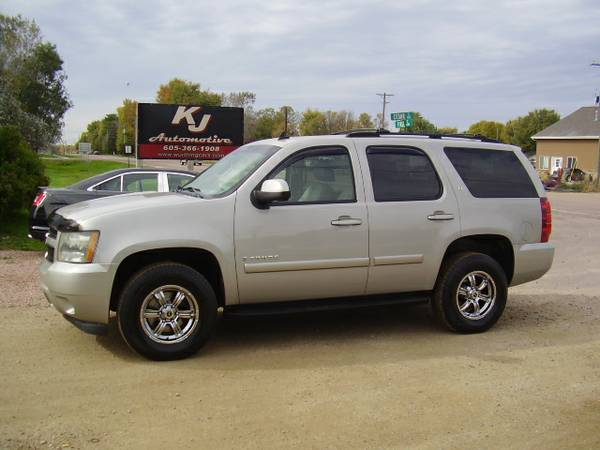 * 2007 CHEVY TAHOE LT - NAVIGATION - SUNROOF - LEATHER - LOCAL TRADE *