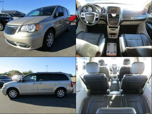 2013 Chrysler Town & Country Cashmere Pearlcoat *PRICED TO SELL SOON!*