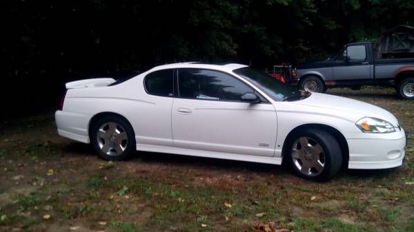 2006 Chevrolet Monte Carlo with V8 engine