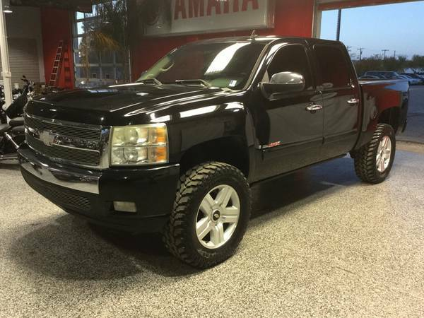 2008 CHEVROLET CREWCAB VORTEC MAX EDT! LEATHER! LIFTED!!! LOW MILES!!