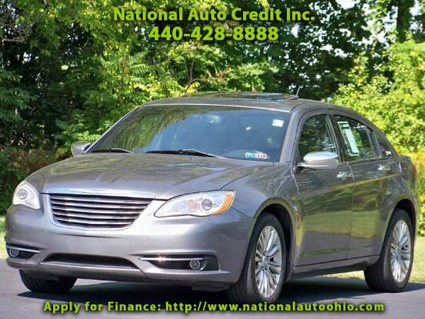 2011 Chrysler 200 Limited. 3.6L V6 Engine. Alloy Wheels. Power Seat.
