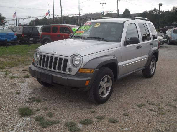 2006 jeep liberty sport 2wd HOLIDAY SPECIAL!