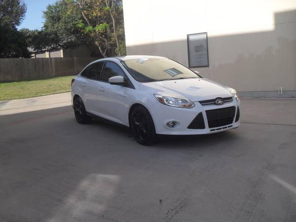 2012 Ford Focus SE Sedan HOLIDAY SPECIAL!