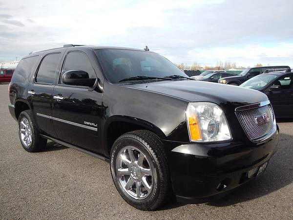 2010 GMC Yukon Denali 6.2L Black Loaded One-Owner
