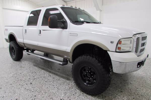 Lifted 2006 Ford Super Duty F-350 XLT FX4 - Leather - DVD - WE FINANCE