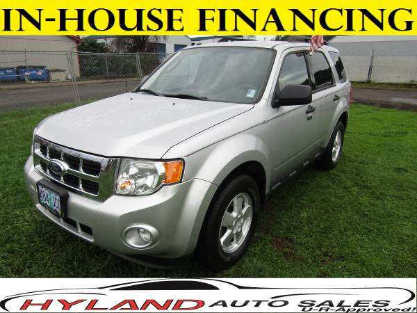 2011 FORD ESCAPE XLT 4X4 *LOW MILES* U-R APPROVED @ HYLAND AUTO SALES