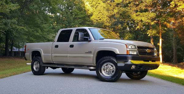 2006 Chevy 2500HD Duramax Turbo Diesel Crew Cab 4x4 1 Owner Bone Stock