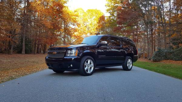 2008 Chevy Suburban LTZ 4WD **Fully Loaded**