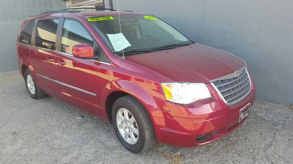 2010 Chrysler Town and Country****LOADED, FINANCING AVAILABLE****