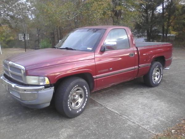 1995 Dodge. Great work truck, farm or hunting truck. Strong engine !