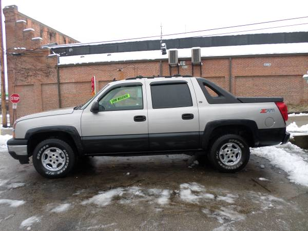 2006 CHEVY AVALANCHE CREW CAB 1500 LT (4WD) LOW MILES!