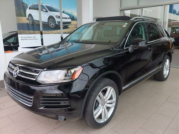 2013 VW TOUAREG TDI EXECUTIVE AWD NAV/HTD LEATHER/SUNROOF/VW WARRANTY