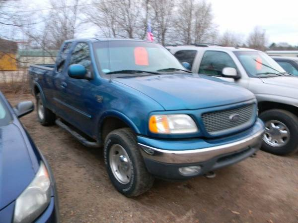2000 Ford F-150 Supercab 139 4WD XL with Cargo box light