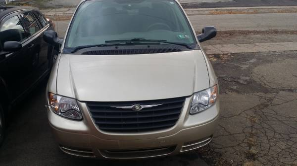 2006 Chrysler Town and Country $2500