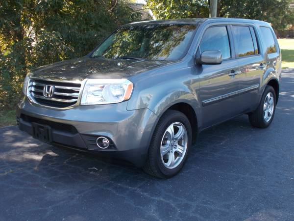 2013 Honda Pilot EXL Touring 4x4 **Leather, Roof, Navigation**